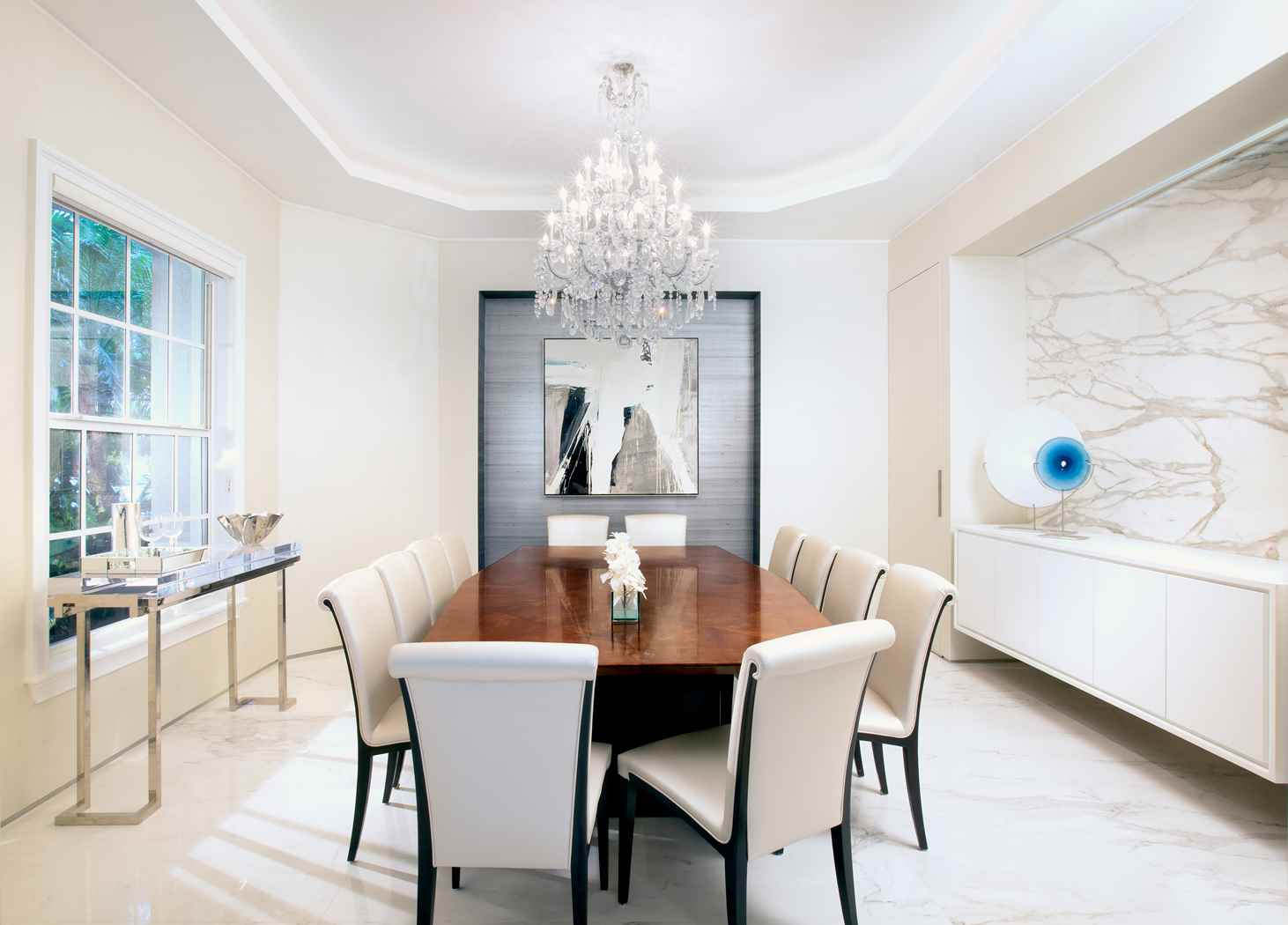 Simple Dining Room Decor For A Transitional Season: Residential Interior Design From