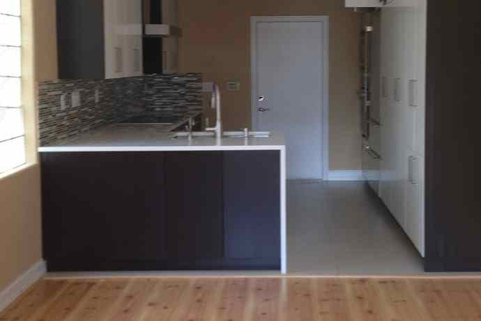 moody-kitchen_before-1