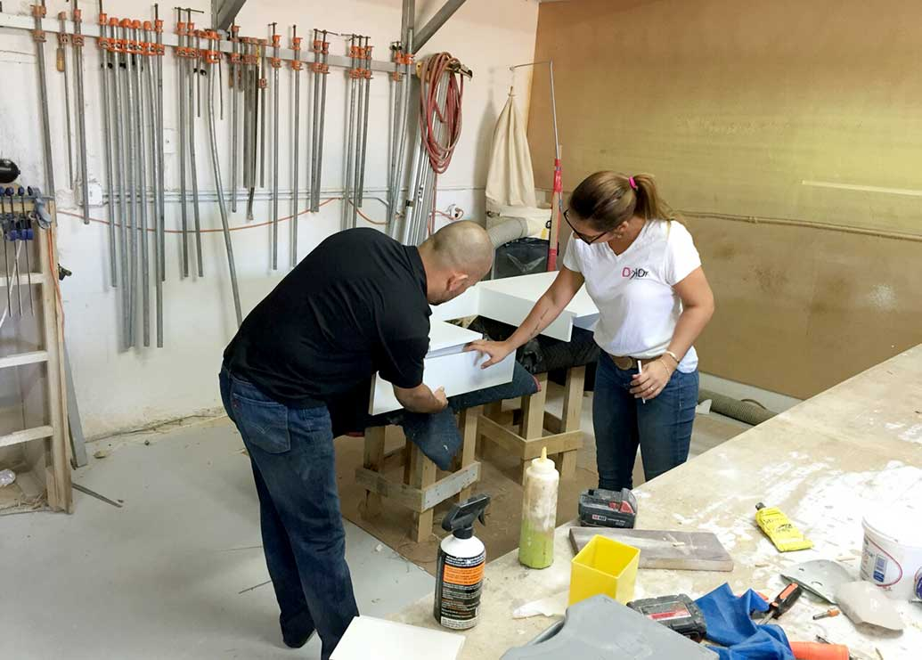 How Top Interior Designers Work with Local Carpenters