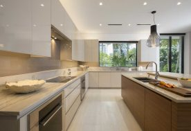 3 DKORInteriors ContemporaryWatefrontElegance Kitchen1