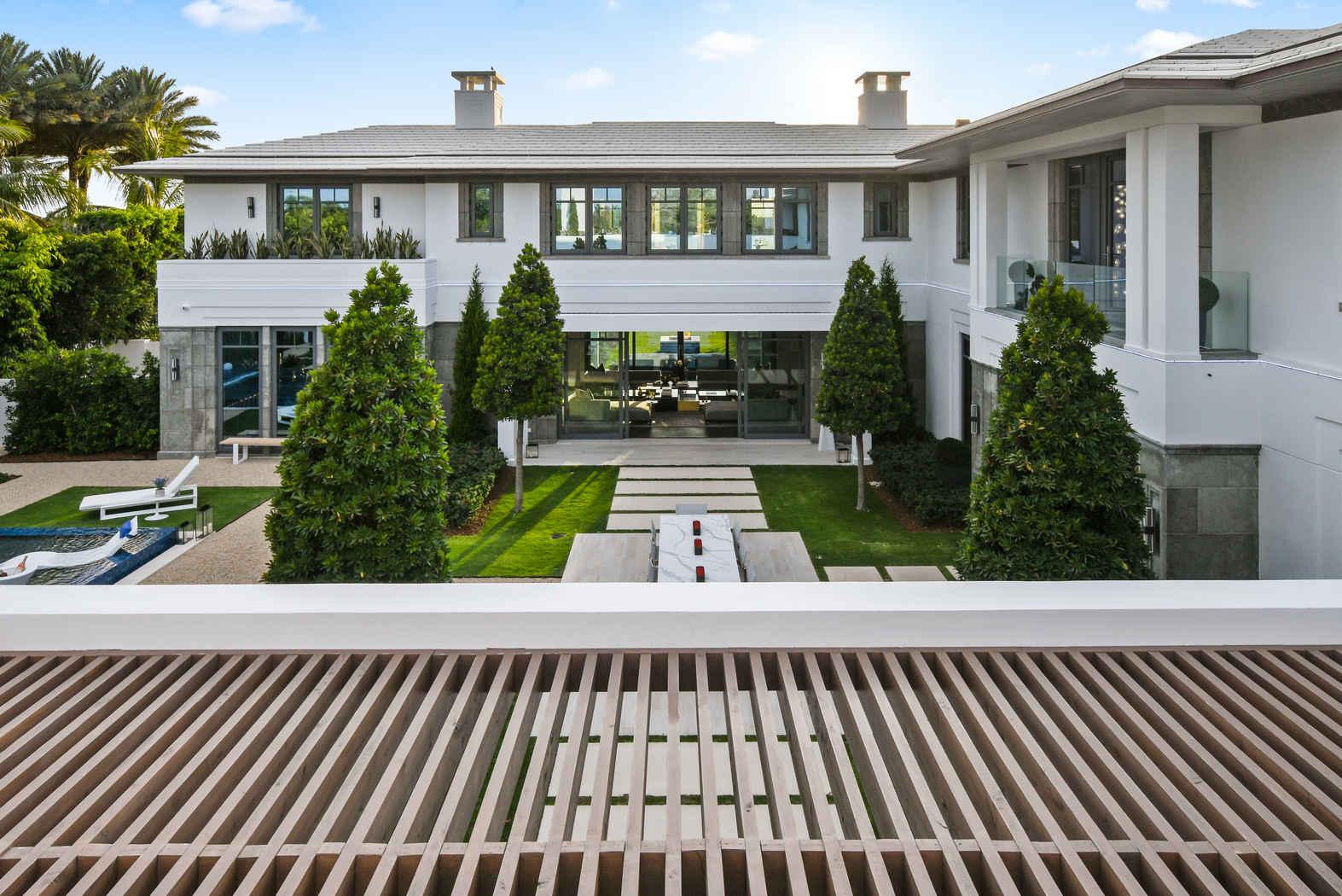 Palm Beach Contemporary - Lago-a-Lago ultra-luxury spec-home