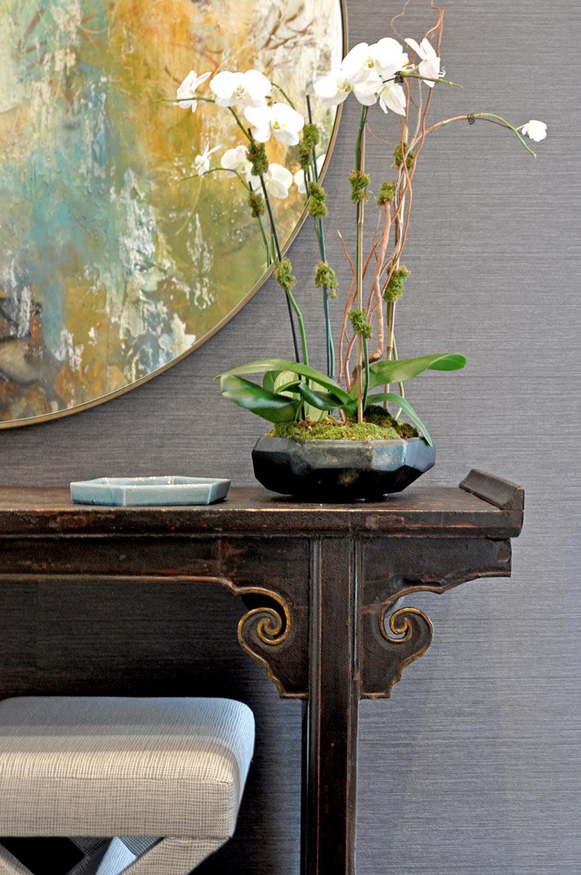 How Artwork Enhances Modern Interior Designs