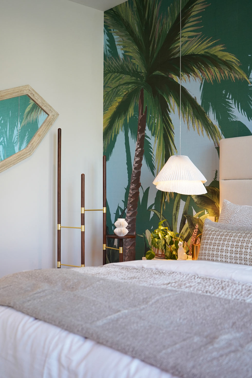 A Tropical Resort-Inspired Guest Room Design